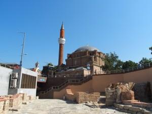 Sofia, Blick auf die Banya Bashi Moschee, im Vordergrund rechts das römische Bad. Foto: Wolfgang Schmale