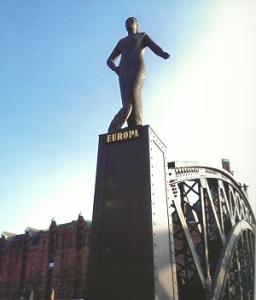 """Hamburg Brooks Bridge, Skulptur """"Europa"""", Bildhauer: Jörg Plickat, 2003; Foto: Sandra Müller, Hamburg"""