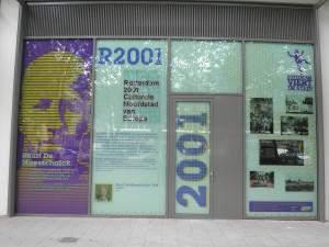 Info Rotterdam Kulturhauptstadt Europas 2001, gegenüber dem rathaus; Foto: Wolfgang Schmale, 29.07.2015