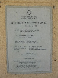 Archäologisches Museum Huaraz, Tafel mit Förderern des Skulpturenparks; Foto: Wolfgang Schmale, 23.8.2015