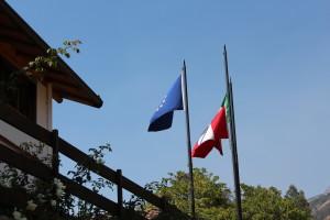 Chacas Fahnen der EU, Perus und Italiens