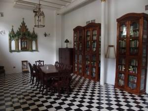 Iquitos Casa Morey Bibliothek