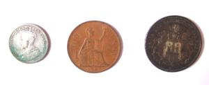 Links Kg. George V als Kaiser v. Indien; Mitte: One Penny 1967; rechts: Deutsches Reich/Hamburg 1911