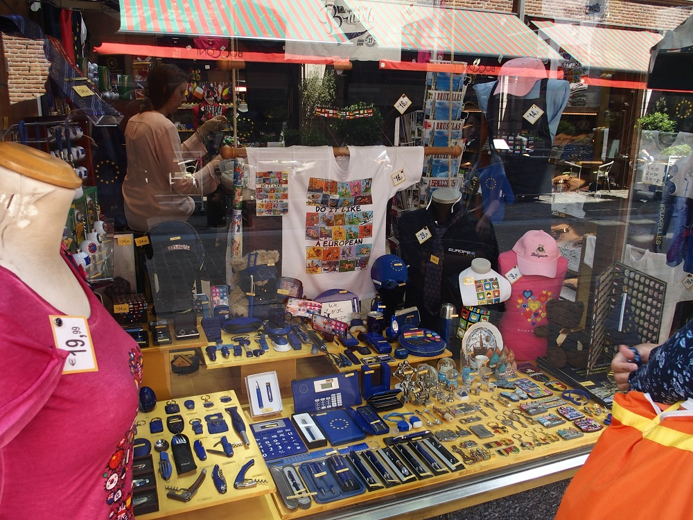Brüssel, Auslage Laden mit EU-Devotionalien; Foto: Wolfgang Schmale