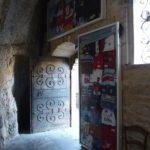 Rocamadour, Wallfahrt, Kapelle mit Gaben der französischen Rugby-Spieler; Foto: Wolfgang Schmale