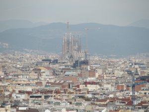 Blick von der Terrasse des Nationalmuseums zu Sagrada Familia von Gaudí; Foto: Wolfgang Schmale